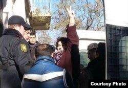 Jadija Ismailova cuando entraba en el tribunal de Bakú.
