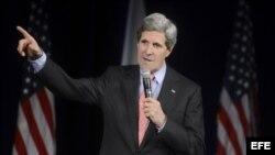 El secretario de Estado de EEUU, John Kerry, pronuncia su discurso durante su visita a la sede el USAID en Washington, Estados Unidos, el 15 de febrero de 2013.