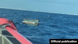 La embarcación de los balseros cubanos. Foto tomada por la Guardia Costera.