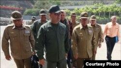 El jefe de la FALN venezolana, Vladimir Padrino, con oficiales militares cubanos, que son el sostén de la dictadura de Nicolás Maduro.