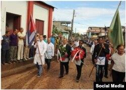 El avance de la procesión fúnebre por las calles de Baracoa.