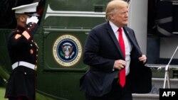 El presidente Donald Trump llega a la Casa Blanca en el Marine One.