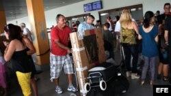Un cubanoamericano llega al Aeropuerto José Martí de La Habana.