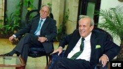 ARCHIVO. Ricardo Alarcón de Quesada (d) y su jefe de despacho Miguel Alvarez.