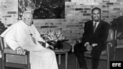 Juan Pablo II junto a Fidel Castro.