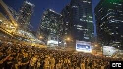 Miles de personas se manifiestan a favor de la democracia en Hong Kong