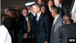 El presidente de Estados Unidos, Barack Obama, arriba a Kenia.