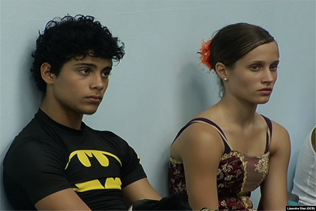 Rafael Quenedit y Diana Martínez, descansando luego del ensayo.