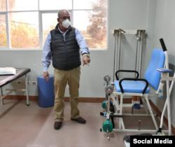 """Equipos médicos en la llamada """"clínica cubana"""" en La Paz."""