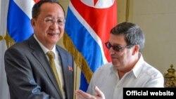 Los cancilleres de Cuba, Bruno Rodríguez, y Norcorea, Ri Yong-Ho, en La Habana.