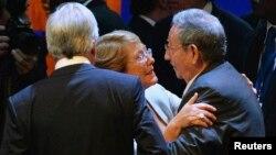 Bachelet y Raúl Castro en una reunión en La Habana el 29 de enero de 2014. REUTERS/Adalberto Roque/Pool