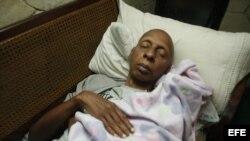 Guillermo Fariñas durante su huelga de hambre del 2010. El ayuno resultó en la excarcelación de más de 130 presos políticos.