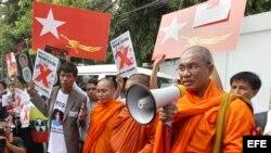 Monjes birmanos. Archivo