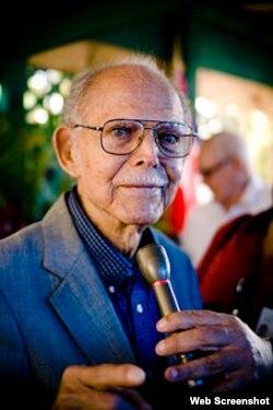 Excomandante cubano Hubert Matos, expreso político del régimen de Castro y fundador del partido Cuba Independiente y Democrática (CID).