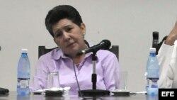 La directora de Cáritas Cuba, Maritza Sánchez Abiyud, en conferencia de prensa, en el marco de la X Semana Social Católica, que se llevó a cabo en La Habana en junio de 2010