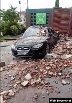 Auto dañado por el sismo este martes en Trinidad Tobago