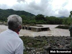 Derrumbe del puente Yao Nave, en Buen Arriba, Granma, deja incomunicadas a unas 30 comunidades montañosas.