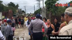 Activistas, vecinos y hasta la presidenta del CDR se unen para impedir arbitrariedad de la Policía