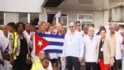 Médicos cubanos en Sierra Leona levantan elogios y preocupación