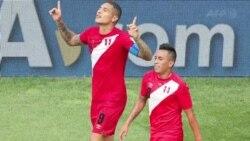 Perú logró el martes su primera victoria en un Mundial en los últimos 40 años