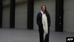 Tania Bruguera en el Turbine Hall del Tate Modern en Londres.