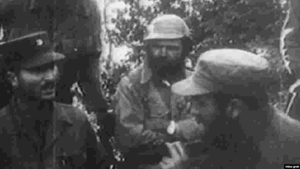 Huber Matos (al centro) junto a Fidel Castro (derecha). Hombre de principios éticos firmes, profundamente creyente, culto, valiente, cortés, austero, Huber Matos (Yara, 1918) ocupó puestos de la máxima responsabilidad al lado de Fidel Castro hasta que este se hizo con el poder, en enero de 1959, y comenzaron los choques ideológicos entre ambos.