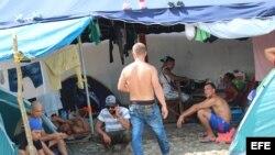 Cubanos en Panamá a la espera de una salida hacia EEUU