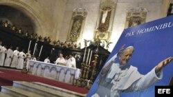Juan Pablo II preside la misa en La Catedral de La Habana (Archivo)