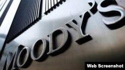 """La agencia de calificación de créditos Moody's bajó la nota de Cuba debido a """"riesgos internos y externos""""."""