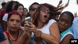 Agentes de civil reprimen a Iliana Hernández, periodista independiente y activista de la sociedad civil cubana.