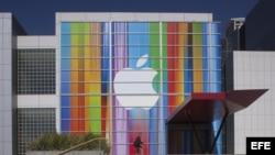 Vista de una fachada con el logo de Apple en San Francisco, California (EE.UU.)