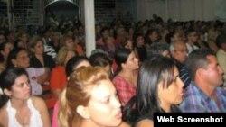 "Feligreses celebran culto en la Primera Iglesia Bautista ""Maranatha: Cristo Vive"" en Holguín. (Foto: CSW)"