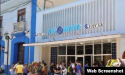 Reporta Cuba. Colas para entrar a los puntos de Nauta.cu.