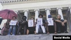 Artistas del Movimiento de San Isidro, en La Habana, protestan contra la imposición del decreto 349. (Facebook)