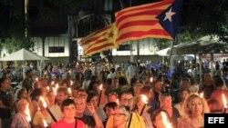 Centenares de independentistas realizan una marcha con antorcha en Barcelona, en 2014.