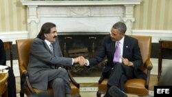 Barack Obama (d), se reúne con el emir de Catar, Hamad bin Khalifa al-Thani (c), en la Casa Blanca en Washington DC (EE.UU.).