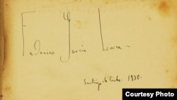 La firma de García Lorca en el libro de autógrafos de Concepción Chaves Figueredo.