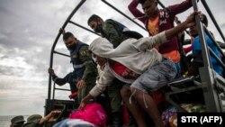 Operación de evacuación de las comunidades de Karata y Wawa, Nicaragua, el 15 de noviembre de 2020 (STR/AFP).