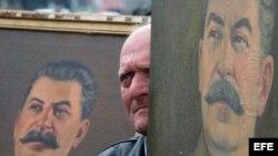 Un retrato del dictador soviético Iósif Stalin.