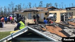 Sobrevivientes del huracán Dorian en Bahamas, el 5 de septiembre de 2019. Foto: REUTERS/Nick Brown.
