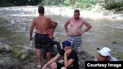 Los migrantes cubanos se arriesgan a los peligros de una travesía por la selva del Darién para evitar la deportación.