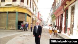 El cubano de más alto rango en el Gobierno de Obama publica fotos de su viaje a la isla
