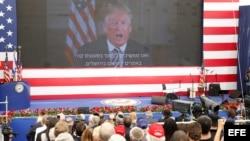 El presidente estadounidense, Donald J. Trump, pronuncia un discurso por videoconferencia durante la ceremonia de inauguración de la embajada estadounidense en Arnona, Jerusalén.