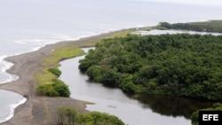 Vista aérea del río San Juan, que marca la línea fronteriza entre Nicaragüa y Costa Rica.