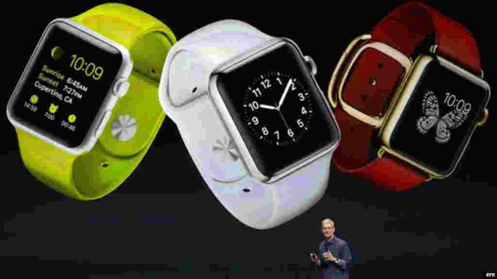 """El primer reloj inteligente de la empresa, el Apple Watch, se describió como el """"dispositivo más personal"""" que la compañía ha fabricado """"nunca""""."""