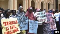 Mujeres cristianas y musulmanas exigen la liberación de las niñas secuestradas en Bauchi (Nigeria).