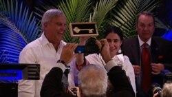 Yoani Sánchez recibe la llave de la ciudad de Coral Gables