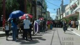 Una fila interminable en una TRD en Camagüey para adquirir productos de primera necesidad.