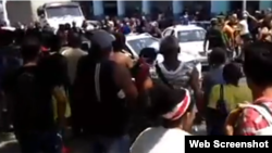 Protesta en Centro Habana. (Captura de video/Facebook)
