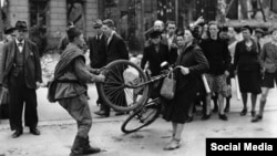 Pillaje en Berlín, 1945.